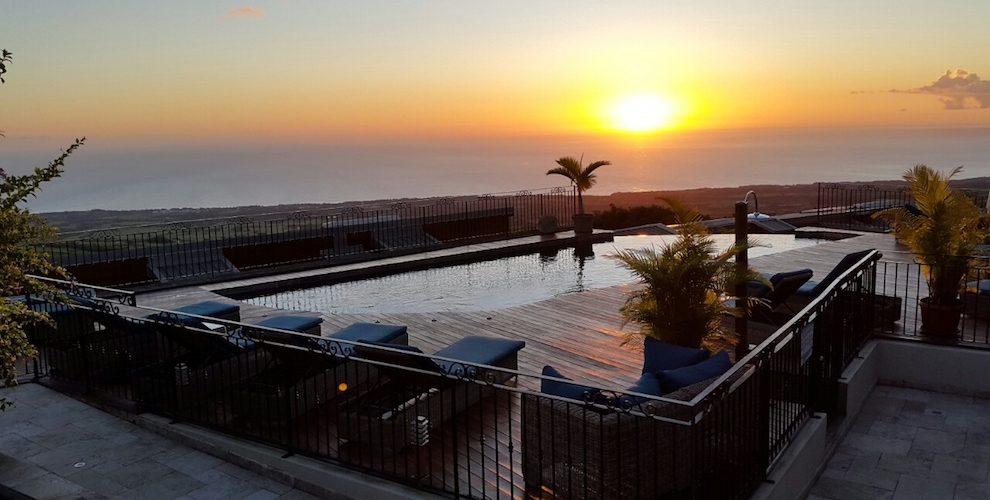 Lever de soleil depuis Diana dea lodge à St-Anne, La Réunion. Reunion island, sunrise from Diana dea lodge hotel