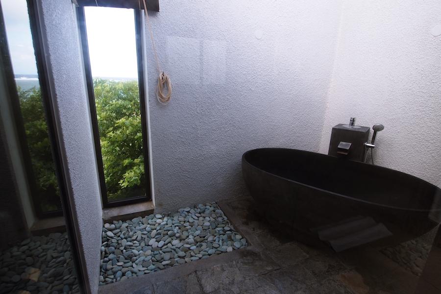 Le Tekoma - salle de bain à l'exterieur